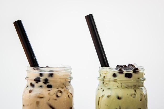 Té con leche helada y té verde con leche helada y burbuja boba con starw