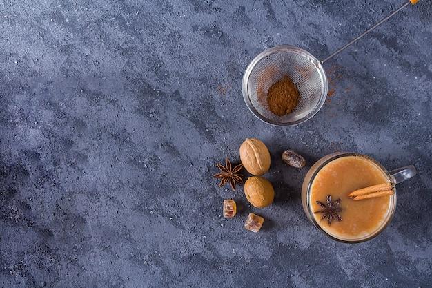 Té masala indio bebida caliente de invierno cacao