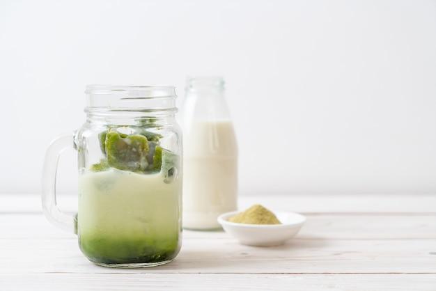 Té verde matcha cubito de hielo con leche