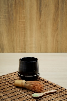 Té verde matcha ecológico en madera