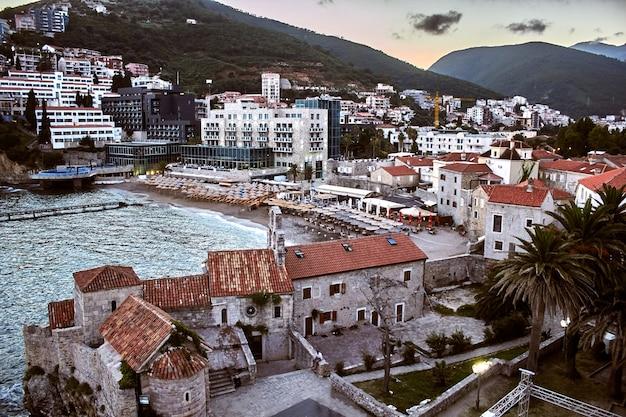 Techos rojos de budva en montenegro