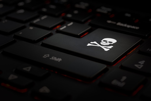 Tecla enter negra con símbolo pirata