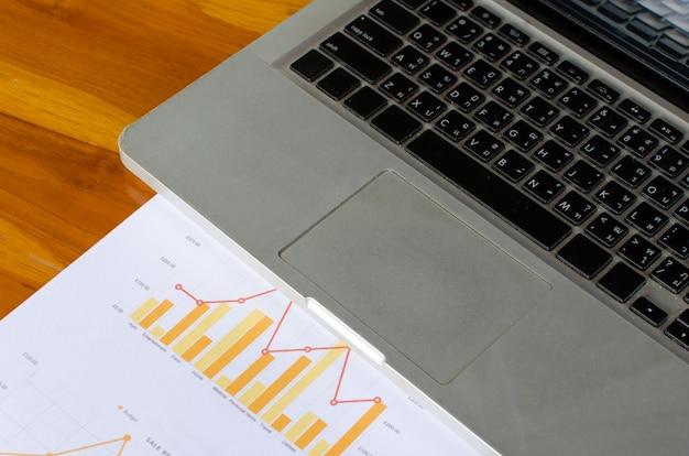 Teclado y gráfico de laptop
