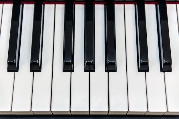 Teclas de piano en la parte superior