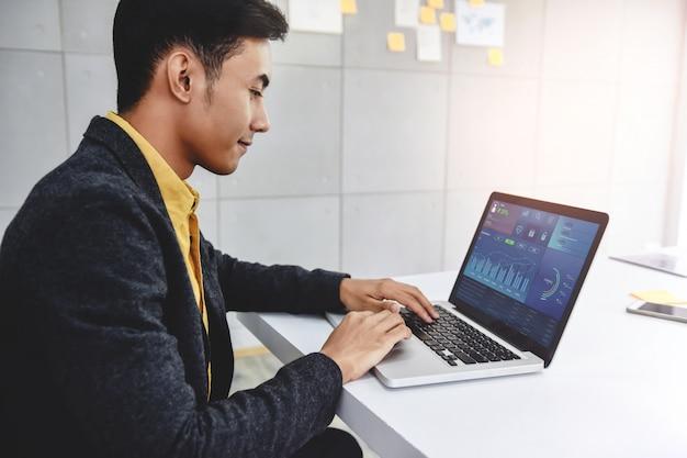 Tecnología en finanzas y concepto de marketing de negocios.