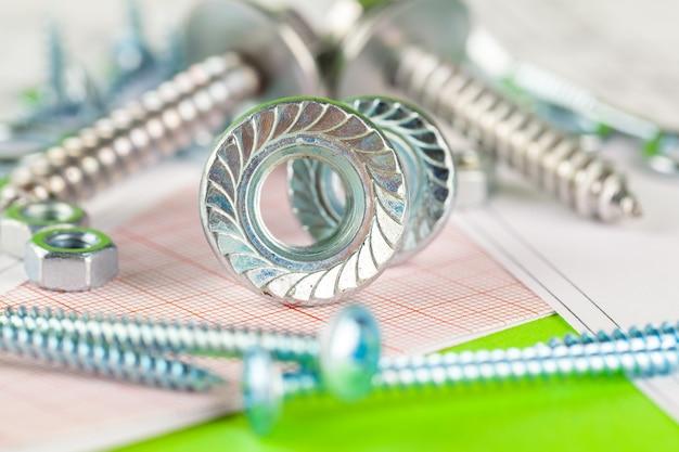 Tecnología y metalmecánica. perno y tuerca de metal en dibujos impresos