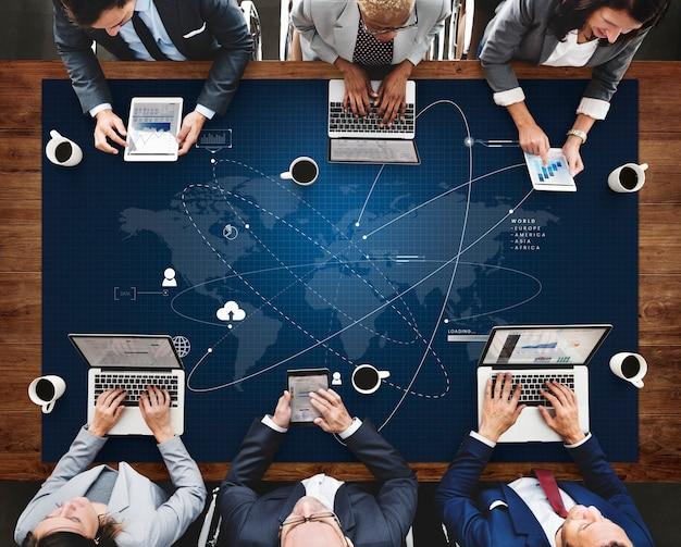Tecnología de redes sociales de conexión de mapa mundial