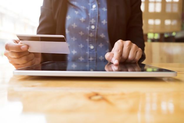 Tecnología de tarjetas de financiación de entrega de computadoras portátiles