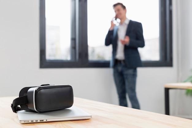 Tecnología vr de primer plano en el escritorio