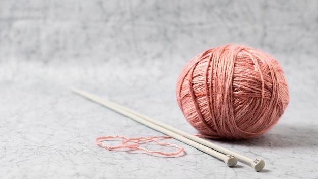 Tejer lana y agujas
