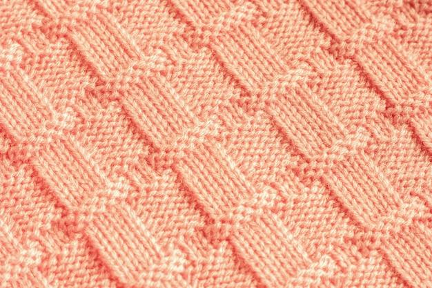 Tejido de punto en hilo de lana color melocotón con estampado.