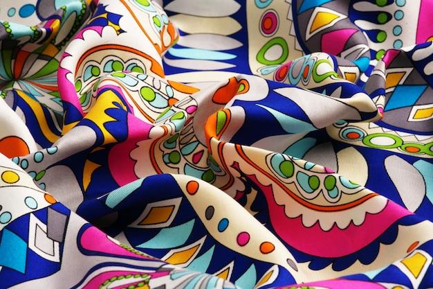 Tela de seda drapeada de colores