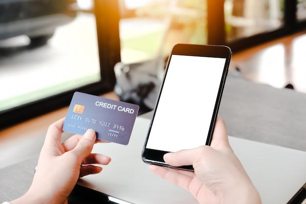 Teléfono en blanco para el concepto de comercio electrónico.