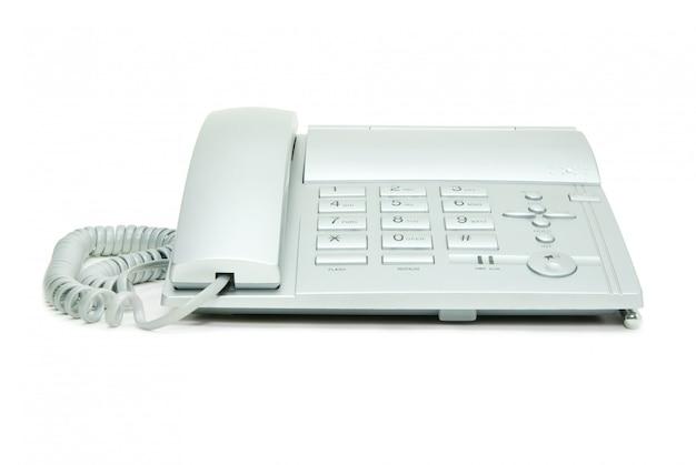 Teléfono con un cable sobre un fondo blanco.