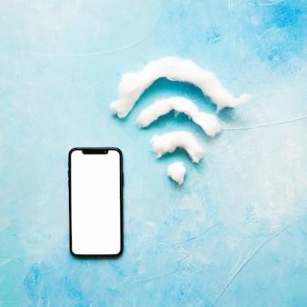 Teléfono celular con pantalla blanca y símbolo wifi en fondo del grunge