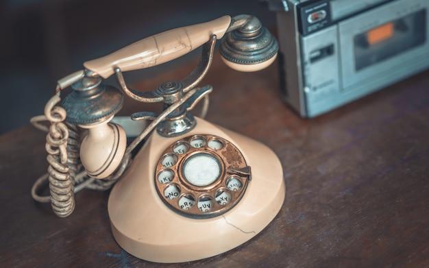 Teléfono de escritorio antiguo