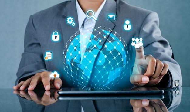 Teléfonos inteligentes y conexiones de globo mundo de comunicación poco común