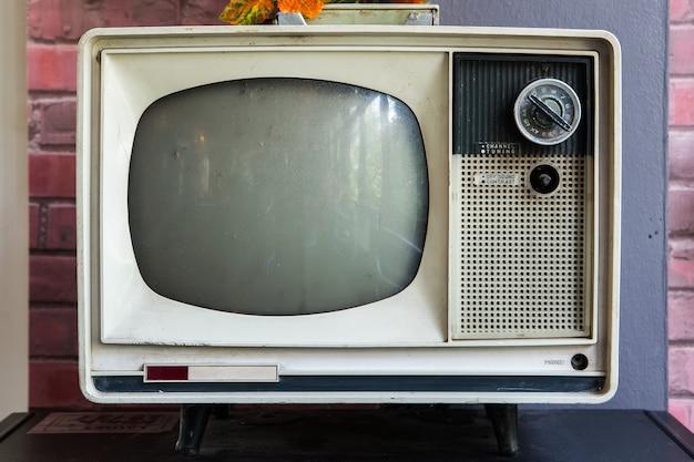 Televisión vintage a su tienda.