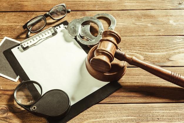 Tema de derecho y justicia.