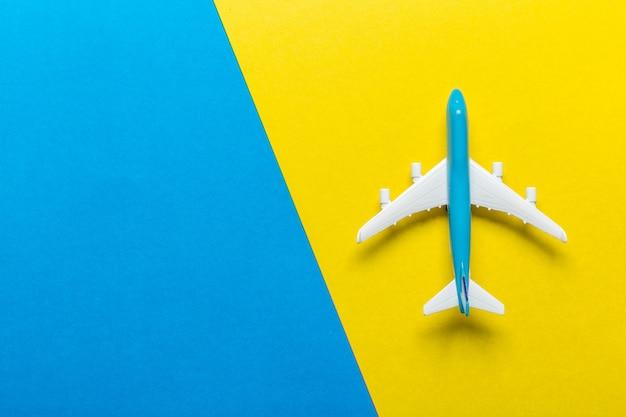 Tema de viaje en avión en miniatura