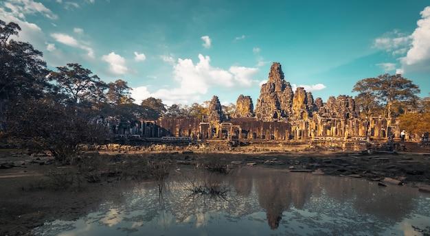 Templo de angkor wat. arquitectura antigua