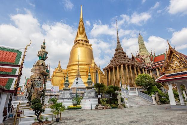 Templo del buda de esmeralda o el templo wat phra kaew, bangkok, tailandia