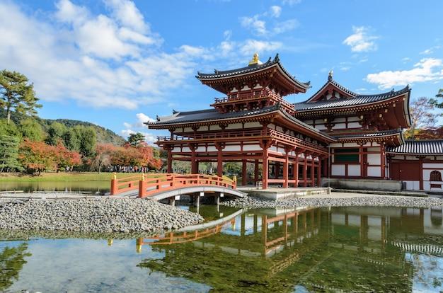 El templo byodo-in (phoenix hall) es un templo budista en uji, prefectura de kioto, japón