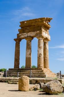 Templo de cástor y pólux en agrigento, italia