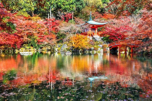 Templo daigoji en otoño, kyoto. temporadas de otoño de japón.