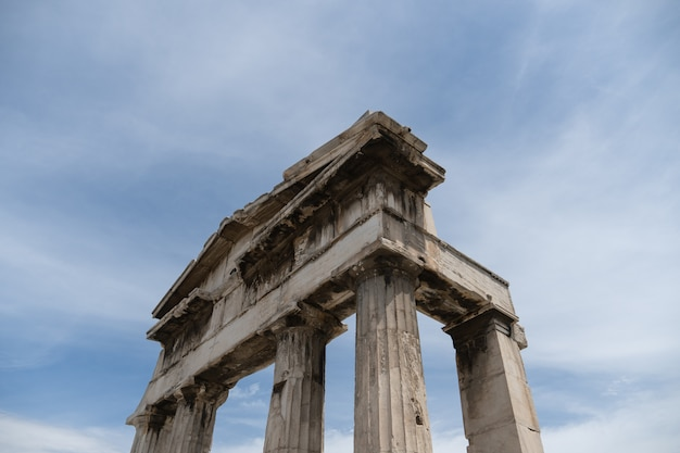 Templo griego antiguo de poseidón cerca de la acrópolis