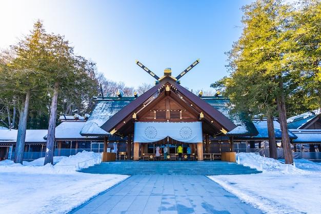 Templo hermoso del edificio de la arquitectura del santuario de hokkaido en la ciudad de sapporo