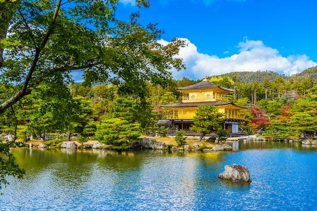 Templo hermoso de kinkakuji con el pabellón de oro en kyoto japón