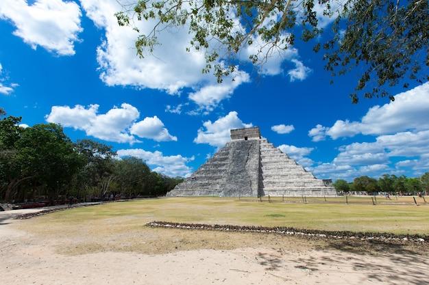 Templo de kukulkan, pirámide en chichen itza, yucatán, méxico