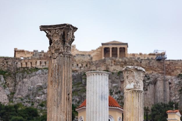 Templo del partenón en la acrópolis de atenas, en el centro de atenas, grecia