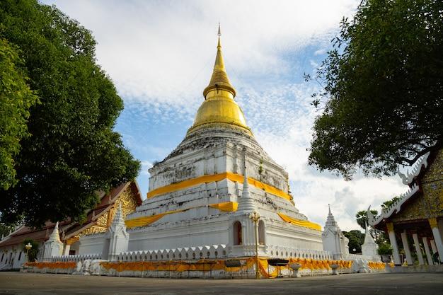 Templo de phrakaew dontau en lampang, tailandia