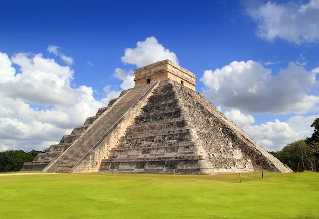 Templo de la pirámide maya de chichén itzá, méxico