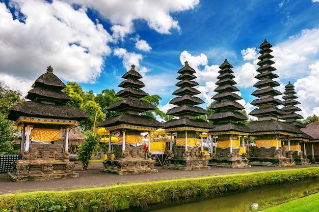 Templo pura taman ayun en bali, indonesia