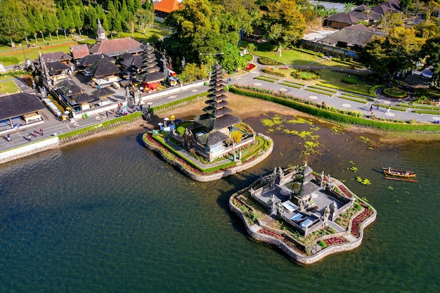 Templo de pura ulun danu bratan en bali, indonesia