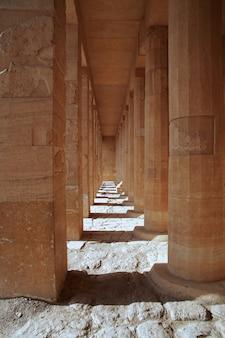 Templo de la reina hatshepsut en luxor, egipto