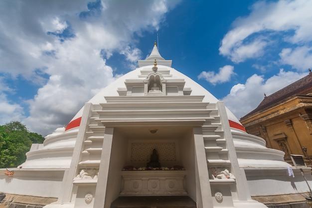 El templo sagrado de kelaniya en colombo, sri lanka