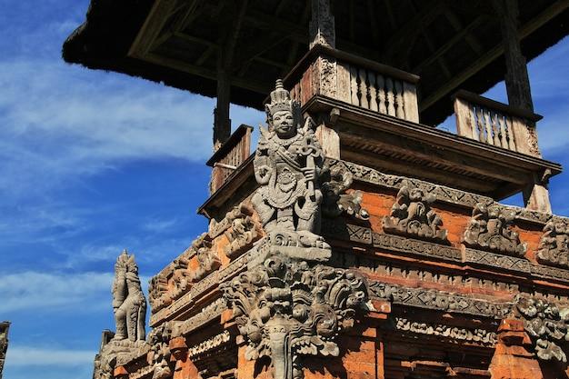 Templo taman ayun en bali, indonesia