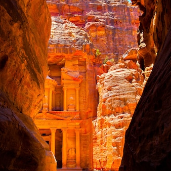El templo del tesoro en petra, jordania