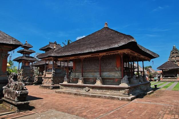Templo de ubud en la isla de bali, indonesia