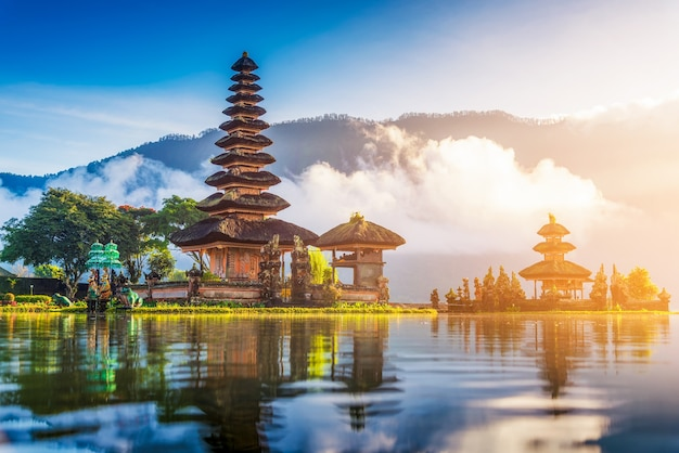 Templo de ulun danu bratan del pura, bali, indonesia.