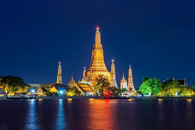 Templo de wat arun en bangkok, tailandia.