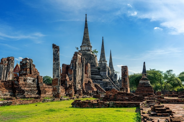 Templo de wat phra si sanphet en el parque histórico de ayutthaya, provincia de ayutthaya, tailandia. patrimonio mundial de la unesco.