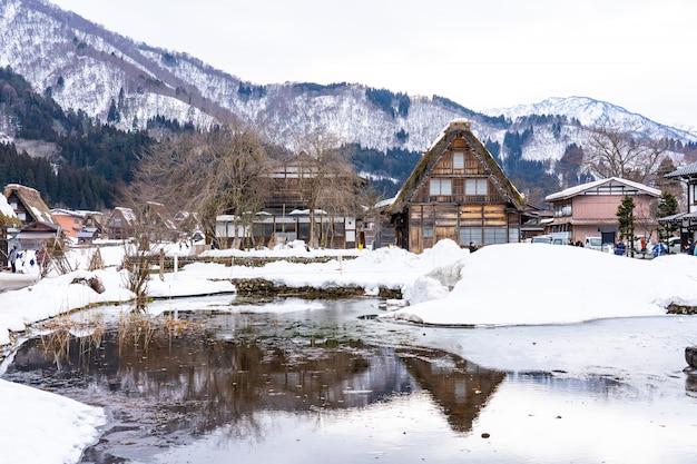 Temporada de invierno en el pueblo de shirakawa-go, gifu, japón