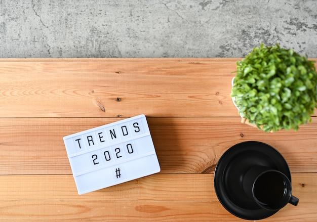 Tendencias 2020 en escritorio de oficina