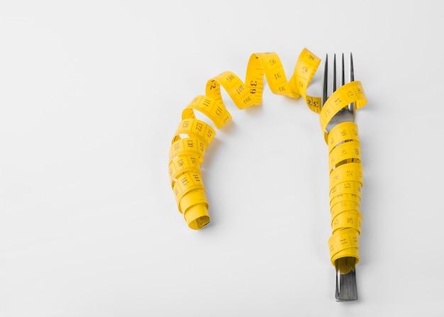 Tenedor en cinta métrica
