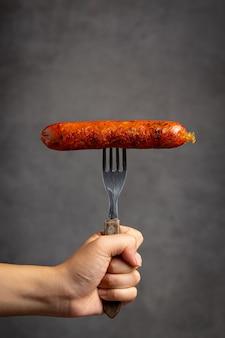 Tenedor con salchicha